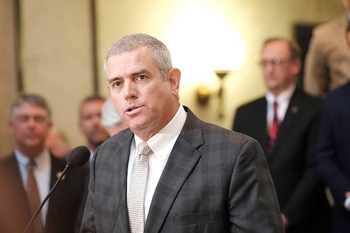 Mississippi House Speaker Philip Gunn speaks in front of lawmakers inside the Mississippi Capitol