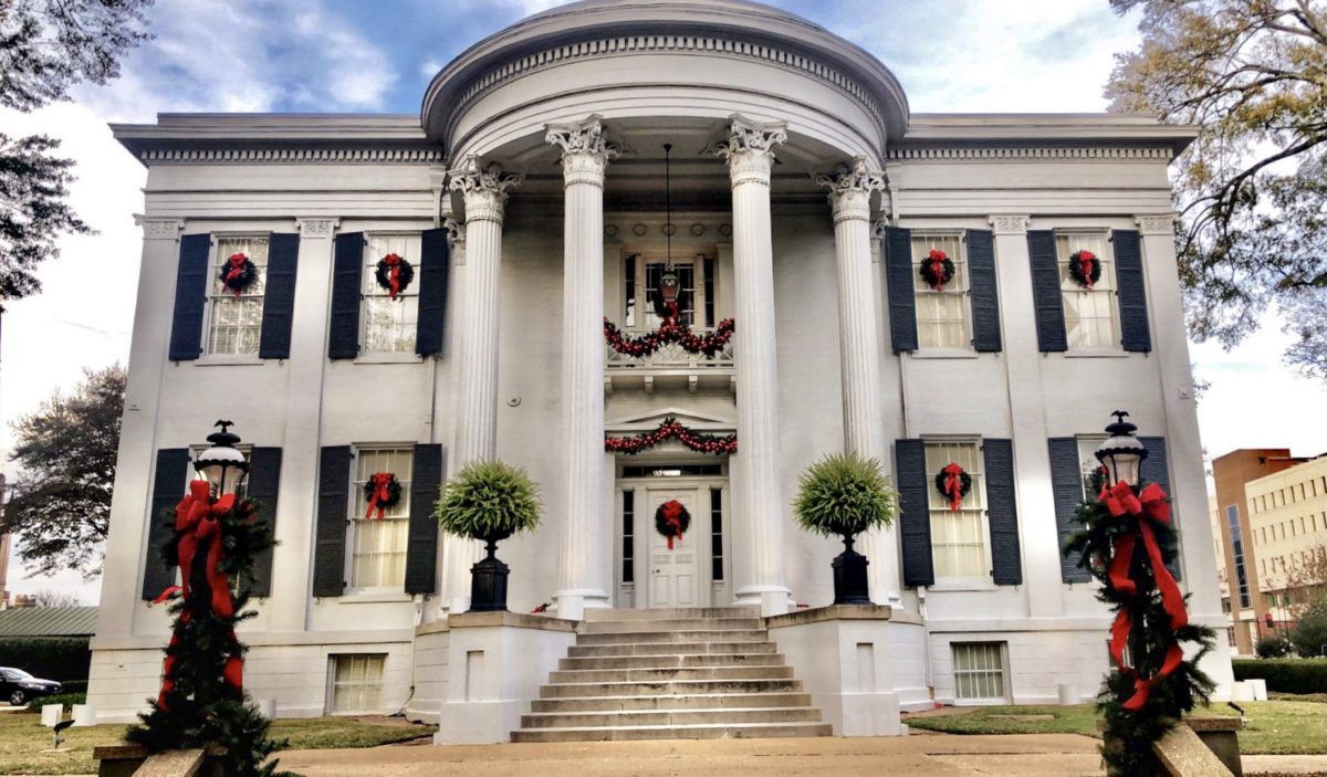 Mississippi Governor's Mansion decorated for Christmas